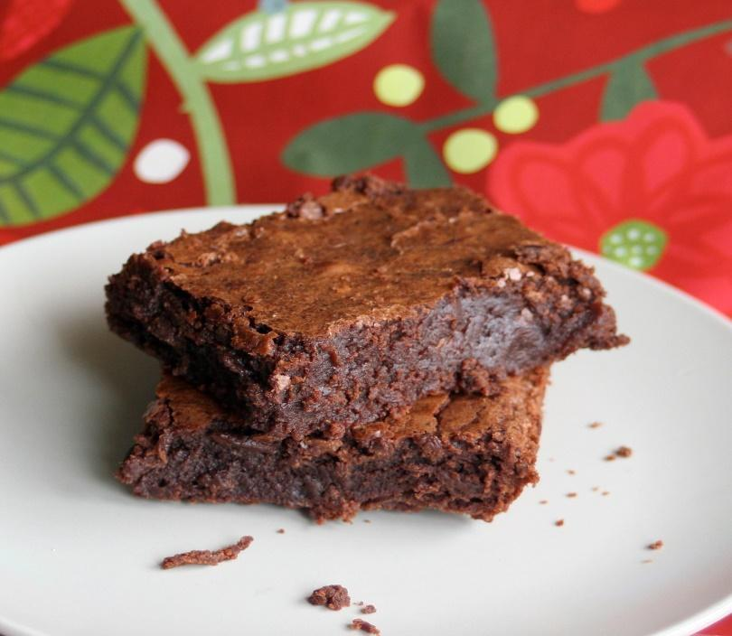 Sweet Potato Brownies Serves: 10 (1 brownie per serving) Ingredients 2 medium sweet potatoes 13-15 Medjool dates, pitted 2/3 cup almond meal ½ cup buckwheat flour 4 tablespoons cacao, raw 3
