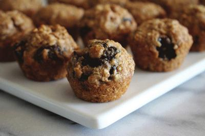 SNACKS, SMOOTHIES & JUICES WHOLE GRAIN ENERGY BITES YIELDS: 10 SERVINGS PREP TIME: 25 MINUTES 1 1/2 cup Old Fashioned Rolled Oats 3/4 cup Whole Wheat Flour 1/2 cup Dark Brown Sugar, packed 1/2 cup