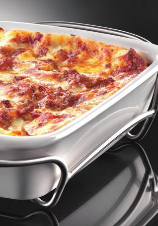 LASAGNE Serves 6/8 500g of fresh pasta for lasagne 180g of grated parmesan cheese 200g of cheese, chopped (either mozzarella, scamorza or provola) For the meat sauce: 500g of minced beef 800 g of