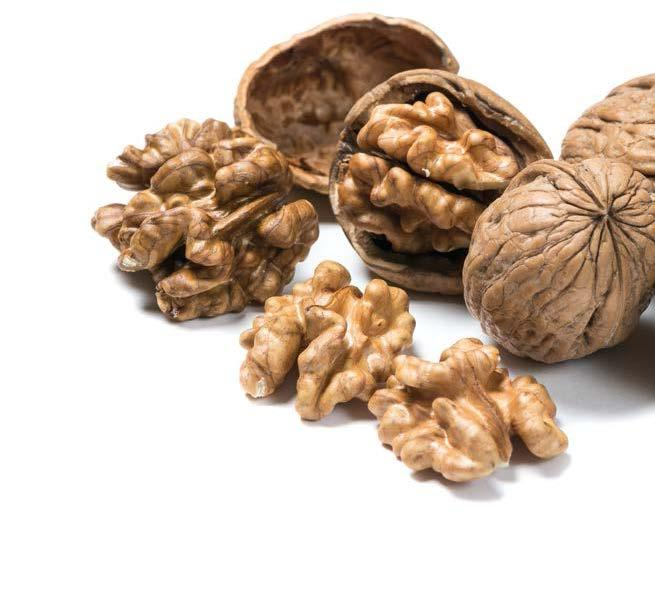 WALNUTS PRODUCTION WORLD WALNUT PRODUCTION Kernel Basis (Metric Tons) In 2017/2018, global walnut production was estimated at ca.