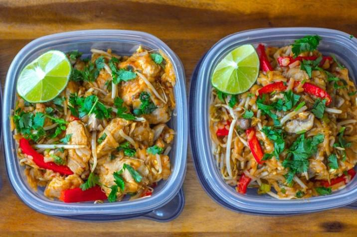 HEALTHY CHICKEN PAD THAI 1 cup brown rice pasta 1) Boil brown rice pasta. Drain. 6 oz raw chicken breast Set aside. Coconut oil spray 2) Chop veggies.
