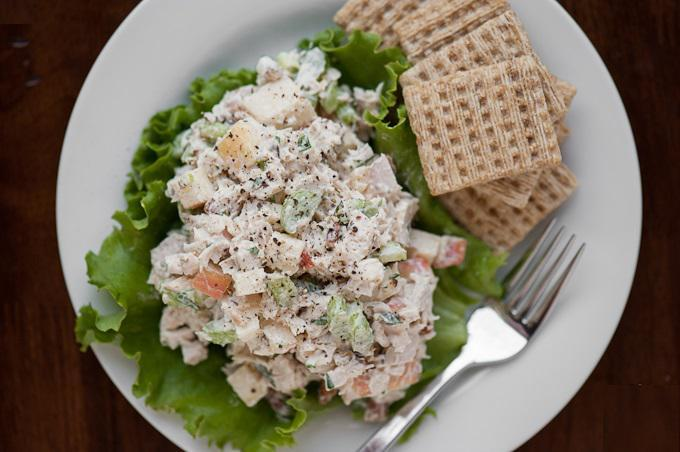 LEFTOVER TURKEY SALAD 3 oz cooked turkey, chopped 1 green onion, sliced 1 stalk celery, chopped 1 sprig parsley,