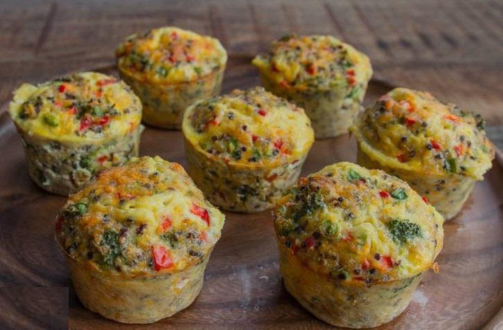 BROCCOLI & CHEESE MUFFIN FRITTATAS 2 large whole eggs 1) Set oven to 400F. 4 egg whites 2) Beat eggs together with 1 tbsp 2% Greek yogurt Greek yogurt. Add seasonings.