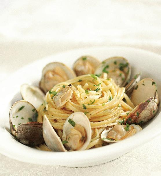 Linguine with Clams & Lemon-Garlic Oil For a foolproof method for removing the grit from clams, soak them in cold salted water (about 1 1 2 Tbs. salt for 1 qt. water) with 2 Tbs.
