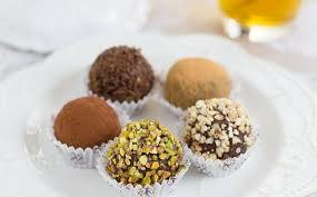 STEP 5: Sweets BELGIAN CHOCOLATE TRUFFLES The history of the Belgian chocolate: The 17th century The first traces/testimonies of chocolate trade in Belgium date back to 1635, when the abbot of the