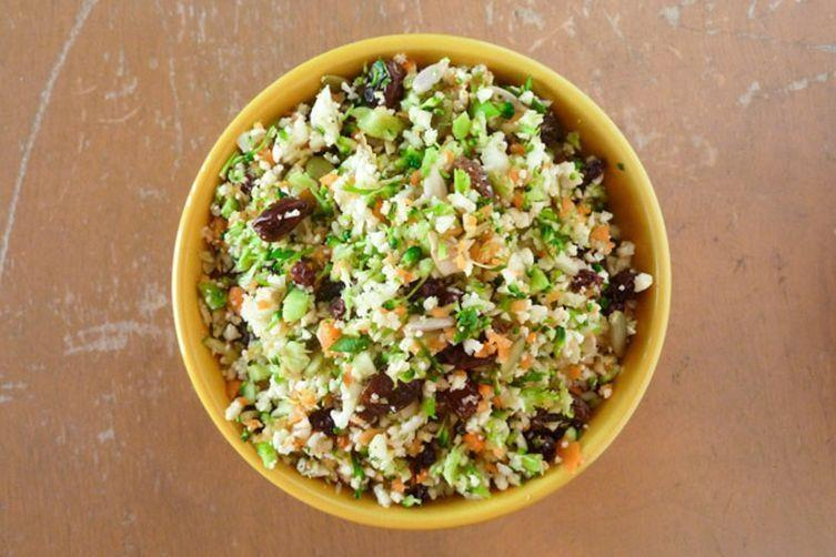 Detox Salad Serves: 5 cups head broccoli ( bunch), stems removed 2 head cauliflower, stems removed cup of shredded carrots 4 cup sunflower seeds 2 cup currants 4 cup finely chopped fresh parsley 4