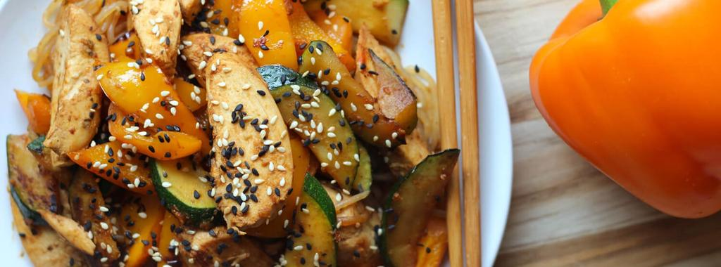 Shiratake Noodle Chicken Stir Fry 8 ingredients 20 minutes 2 servings 1. Drain and rinse the shiratake noodles. Add them to a small saucepan and cover with water.