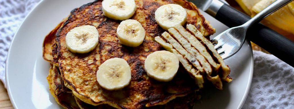 Simple Banana Pancakes 3 ingredients 20 minutes 8 servings 1. In a bowl, mash the bananas very well until quite smooth. Add the eggs and beat gently with a fork for about 30 seconds. 2. Heat coconut oil in a skillet over medium heat.