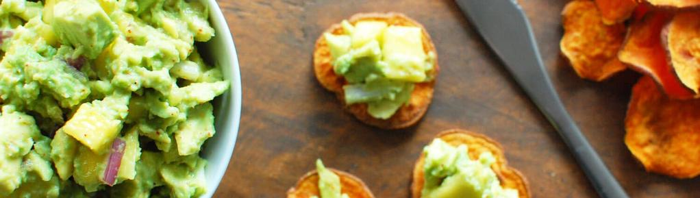 Spicy Mango Guac on Sweet Potato Chips #snack #appetizer #paleo #vegetarian #vegan #eggfree #nutfree #glutenfree #dairyfree 8 ingredients 45 minutes 4 servings 1. Preheat oven to 375.