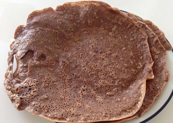 Cocoa Oatmeal Protein Crepes ½ cup of quick cooking Rolled Oats ½ cup unsweetened Almond Milk ½ Cup Liquid Egg Whites 1 tbsp of Maple Syrup ½ Scoop Protein Powder Dash of Vanilla extract 1 tbsp of