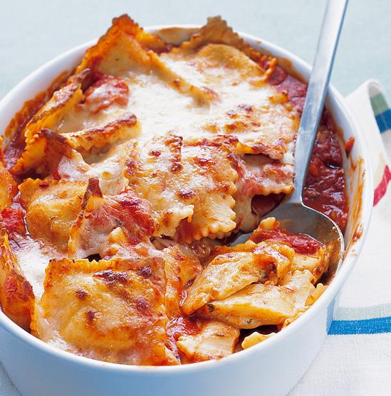 BAKED RAVIOLI Total Time: 50 mins Servings: 6 2 tablespoons olive oil 1 medium onion, chopped 3 cloves garlic, minced Coarse salt and freshly ground pepper 1½ teaspoons dried thyme, or oregano 1 can