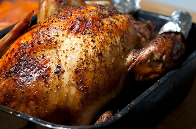 Herb-Roasted Main Turkey Dishes Rosemary and Black Pepper Roast Beef 4 lbs beef chuck roast 2 large yellow onions, diced 4 cloves garlic, minced 1/4 cup fresh rosemary, finely chopped 2 Tbsp black