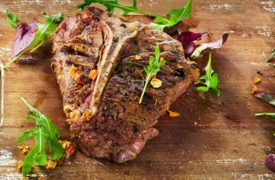 Bro Steak Main Meal Serves: 2 700g T-Bone Steak 2 Garlic Cloves, crushed ½ small pack Thyme ½ tbsp Olive Oil 50g Butter 1. Heat oven to 200c (180C fan), 400f, gas mark 6. 2. Put an ovenproof griddle pan on a high heat.
