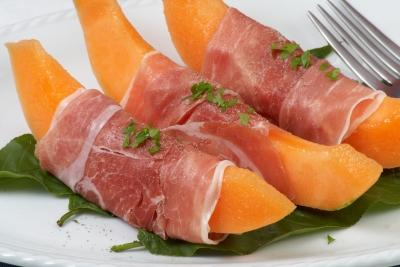 Parma Melon Snack Serves: 2 8 wedges of Cantaloupe Melon 8 slices of Parma Ham Wrap