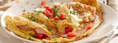 Skinny Omelette Breakfast Serves: 2 2 large Whole Eggs 4 large Egg Whites 1 Red Pepper, finely diced 1 tsp Olive Oil 2 Spring Onions, sliced 4 slices Extra Lean Ham, shredded 25g Reduced- Mature