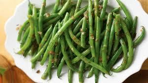 Lemon Dill Green Beans 1 pound green beans, trimmed 4 teaspoons chopped fresh dill 1 tablespoon minced shallot 1 tablespoon extra- virgin olive oil 1 tablespoon lemon juice 1 teaspoon whole- grain