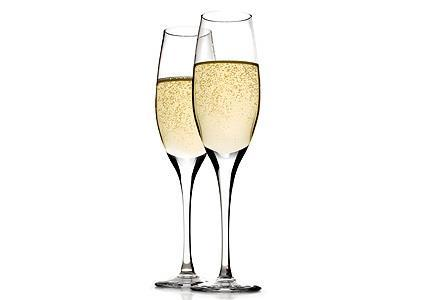 Sparkling Wines: 26. Serena Prosecco Frizzante, Italy 35.00 Medium bodied and well balanced, with a gentle mousse 27. Paco & Lola Cava, Spain 45.00 Straw and steely pale yellow.