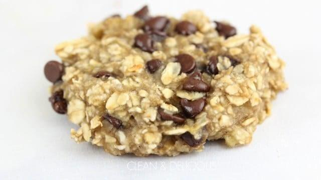 Banana Oatmeal Cookies 1.5 cups oatmeal 2 medium bananas 1/3 cup mini chocolate chips 1. Preheat oven to 350 degrees Fahrenheit. 2. Line a rimmed baking sheet with a silpat mat with cooking spray. 3. Using the back of a fork, mash bananas in a medium bowl until they are broken down.