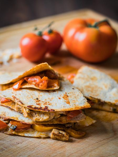 Chicken Quesadillas 4 servings 1 tsp. canola oil 1 red bell pepper, sliced 1 green bell pepper, sliced 1 green onion, sliced 1 tsp. chili powder 1 tsp.
