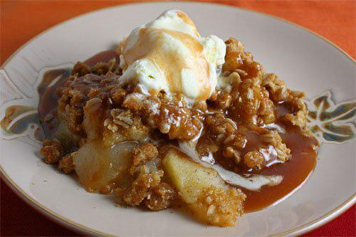WARM APPLE CRISP w/ Vanilla Ice Cream 5 pounds McIntosh apples Grated zest of 1 orange Grated zest of 1 lemon 2 tablespoons freshly squeezed orange juice 2 tablespoons freshly squeezed lemon juice