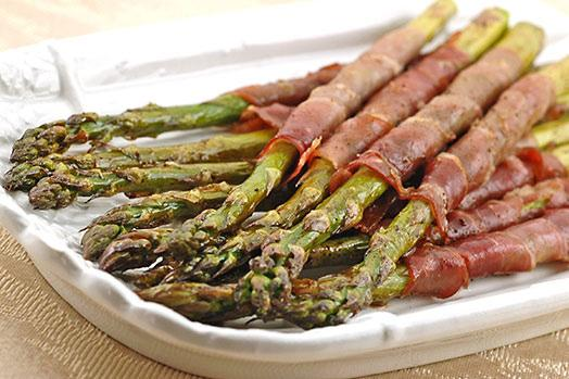 SAUTEED ASPARAGUS WRAPPED w/ Prosciutto 2 pounds aparagus (about 40 stalks), trimmed 2 tablespoons olive oil salt and freshly ground black pepper 18 paper-thin slices prosciutto, halved lengthwise