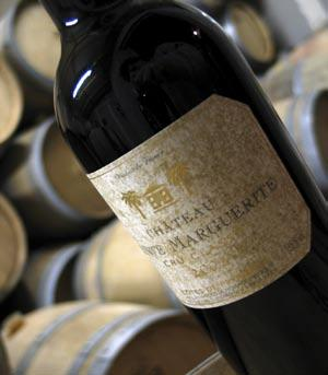 Special Vintages Symphonie Pourpre Symphonie Pourpre is an intense red wine with oak hints subtle and delicate. Its velvet palate evokes red fruit flavours and molten tannins.