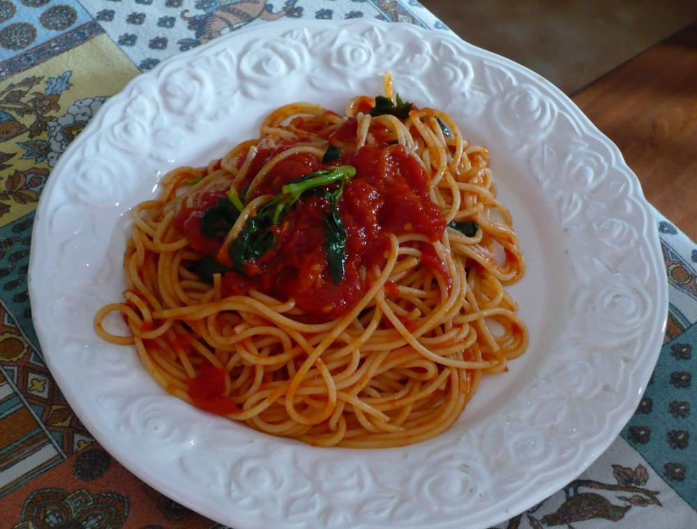Linguine with Tomato Sauce http://upload.wikimedia.org/wikipedia/commons/3/33/spaghettata.