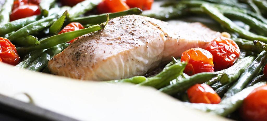One Pan Salmon with Green Beans & Roasted Tomato #dinner #paleo #nutfree #eggfree #glutenfree #dairyfree 5 ingredients 25