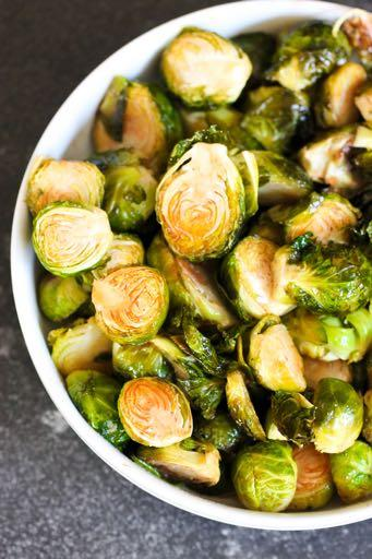 SMALLER FAMILY HEALTHY PLAN HONEY SRIRACHA BRUSSELS SPROUTS S I D E D I S H Serves: 4 Prep Time: 5 Minutes Cook Time: 25 Minutes Calories: 105 Fat: 3.9 Carbohydrates: 17.3 Protein: 3.9 Fiber: 4.