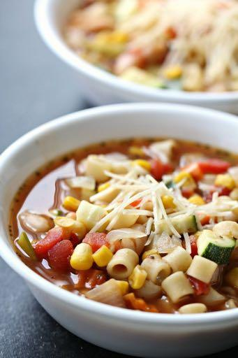 DAY 3 SMALLER FAMILY HEALTHY PLAN GARDEN VEGETABLE SOUP M A I N D I S H Serves: 4 Prep Time: 10 Minutes Cook Time: 25 Minutes Calories: 295 Fat: 5.3 Carbohydrates: 47.1 Protein: 17.5 Fiber: 14.