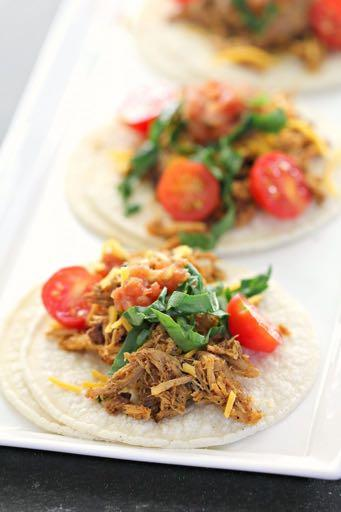 DAY 5 SMALLER FAMILY HEALTHY PLAN SLOW COOKER SHREDDED MEXICAN CHICKEN M A I N D I S H Serves: 4 Prep Time: 15 Minutes Cook Time: 6 Hours Calories: 315 Fat: 7.6 Carbohydrates: 37.2 Protein: 26.