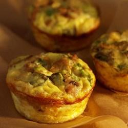 Christmas Breakfast Mini Mushroom and Sausage Quiches 8 ounces turkey breakfast sausage, removed from casing and crumbled into small pieces 1 teaspoon extra- virgin olive oil 8 ounces mushrooms,